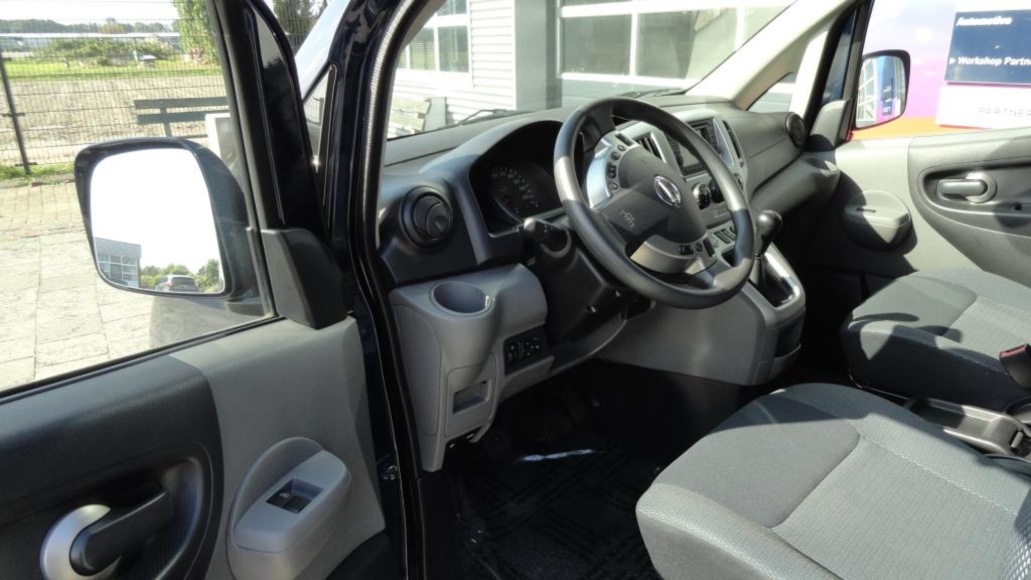 Nissan-NV 200 Evalia-13