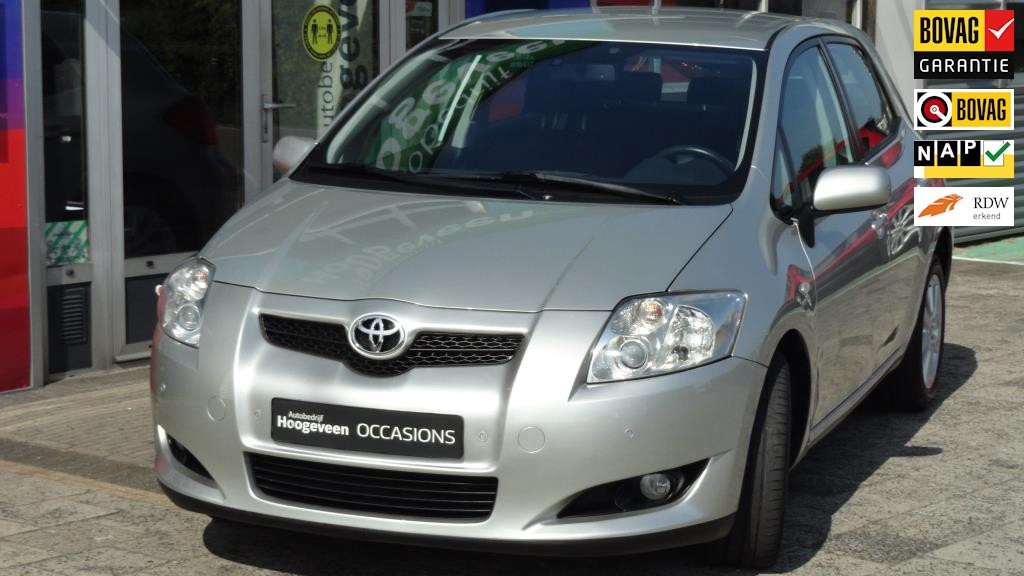 Toyota-Auris-thumb